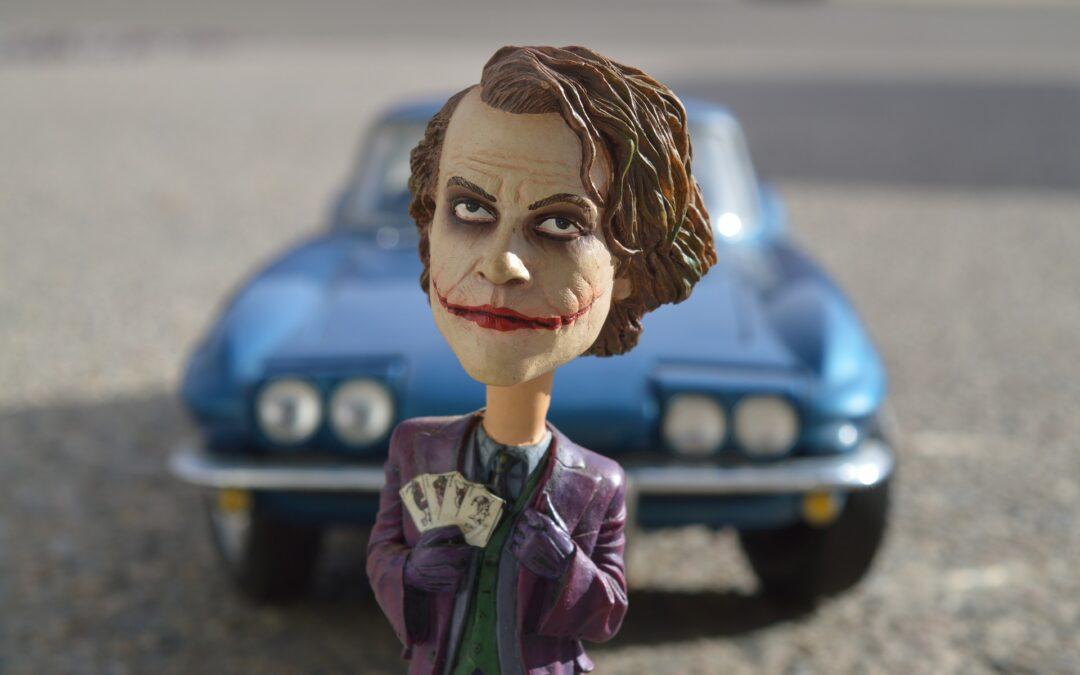"""Clipa aia în care dai aiurea premii filmului """"Joker"""" fără să te întrebi mai întâi cum o duce ordinea publică din Timişoara"""